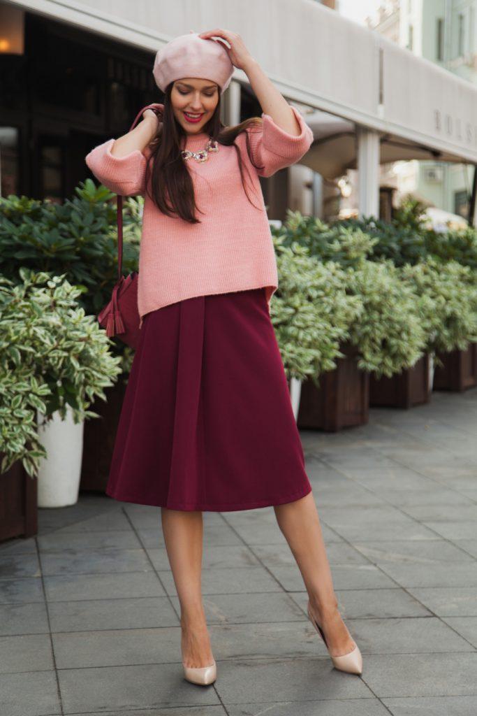 Сочетание бордового и розового цветов в одежде