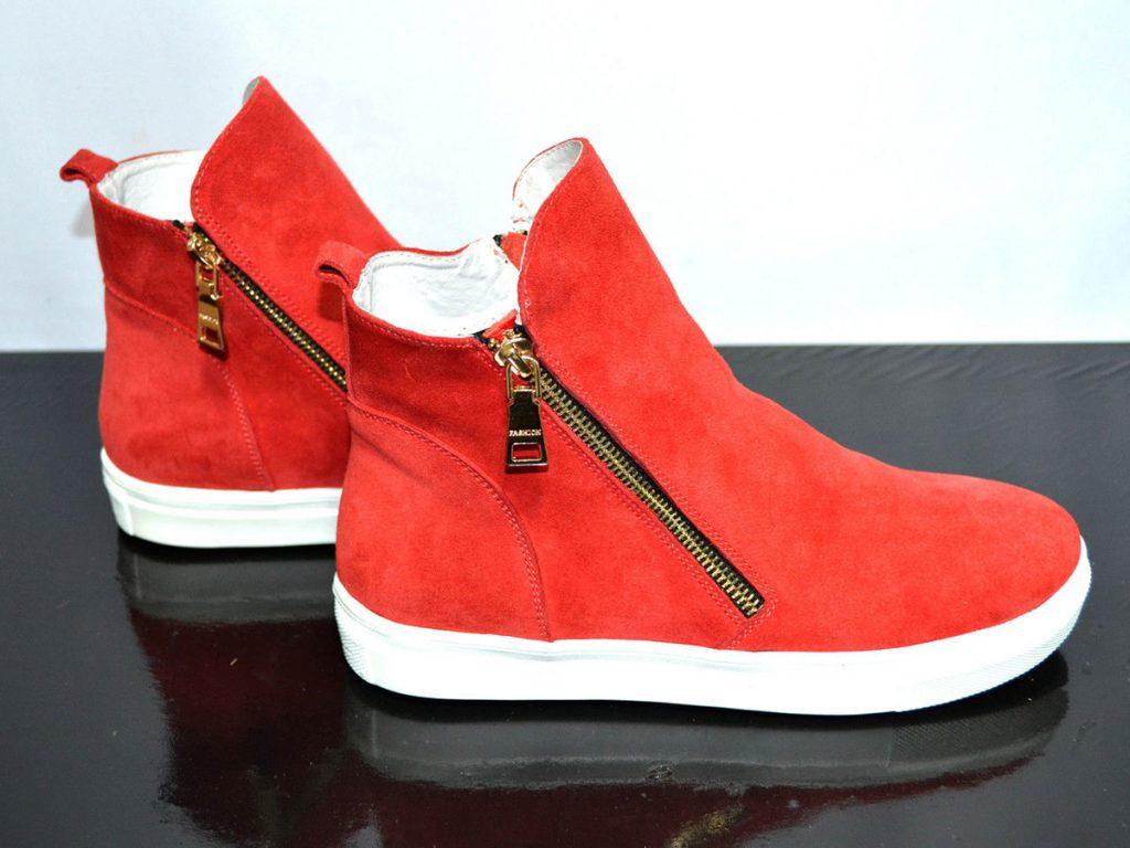 Красные женские замшевые ботинки в спортивном стиле