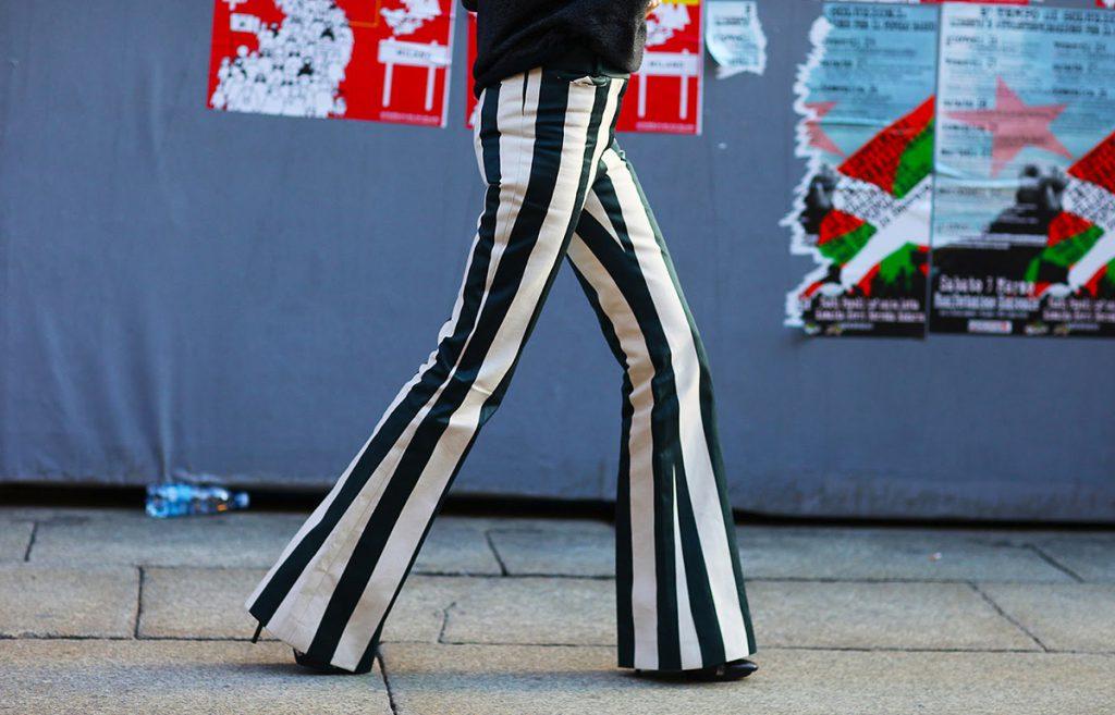 С чем носить брюки в полоску