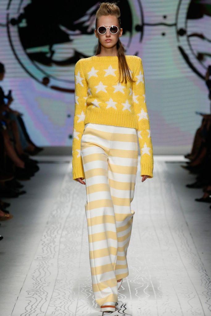Желто-белые брюки в горизонтальную полоску
