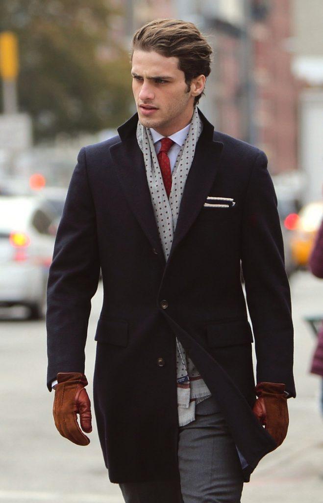 Черное мужское пальто классика