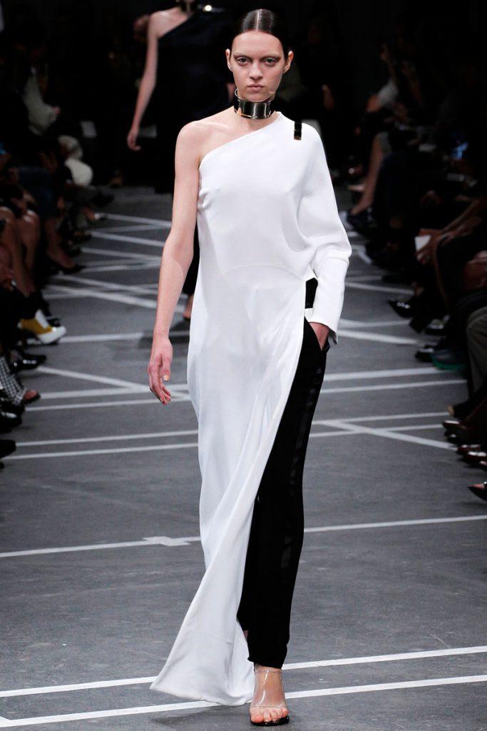 Черно-белое модное платье