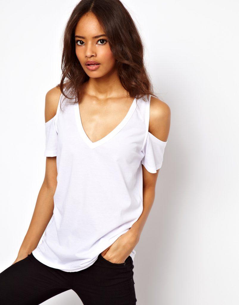 Белая футболка с открытыми плечами