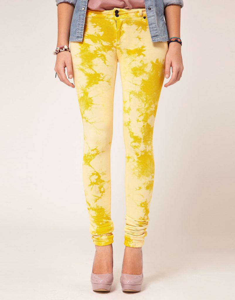 Желтые покрашенные джинсы