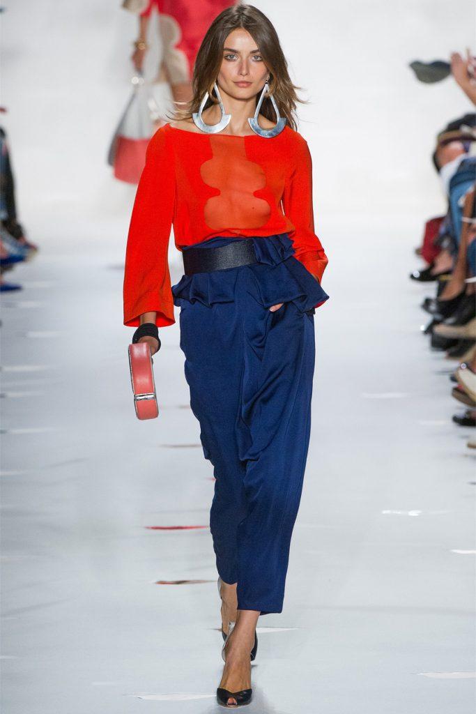 Красный и синий цвета в женской одежде