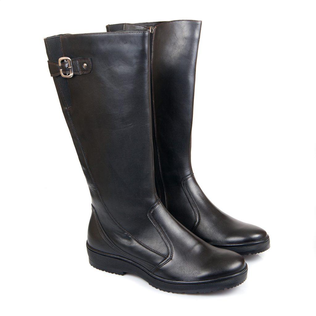 Черные кожаные сапоги для женщин после 50 лет