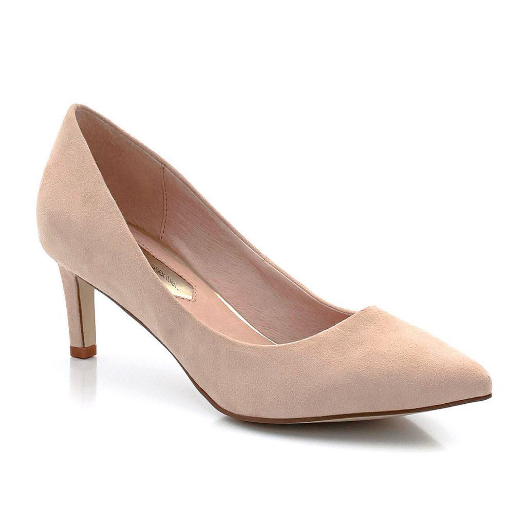 Бежевые туфли с острым носком для женщин после 50 лет