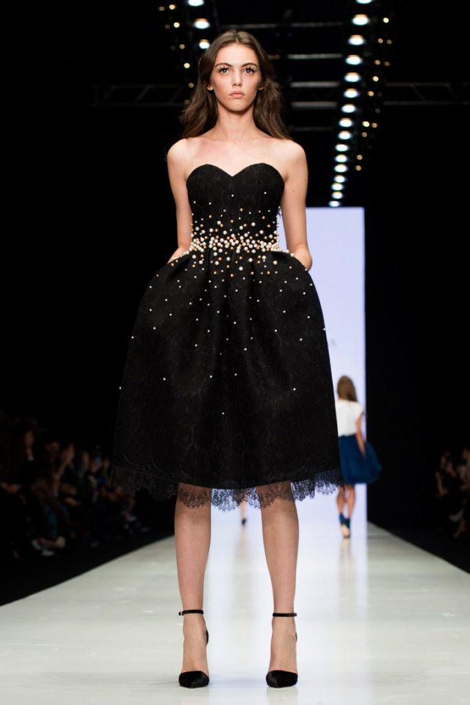 Черное короткое платье на выпускной