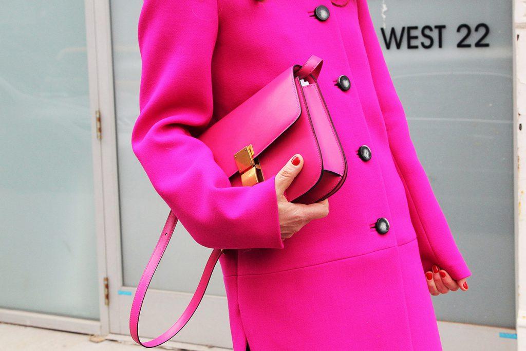 Красивый розовый цвет в одежде