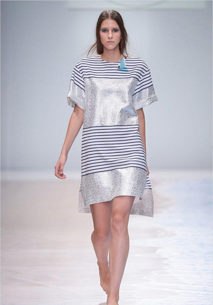 Серебристое платье с полосками