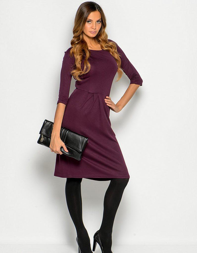 Черный клатч и туфли со сливовым платьем