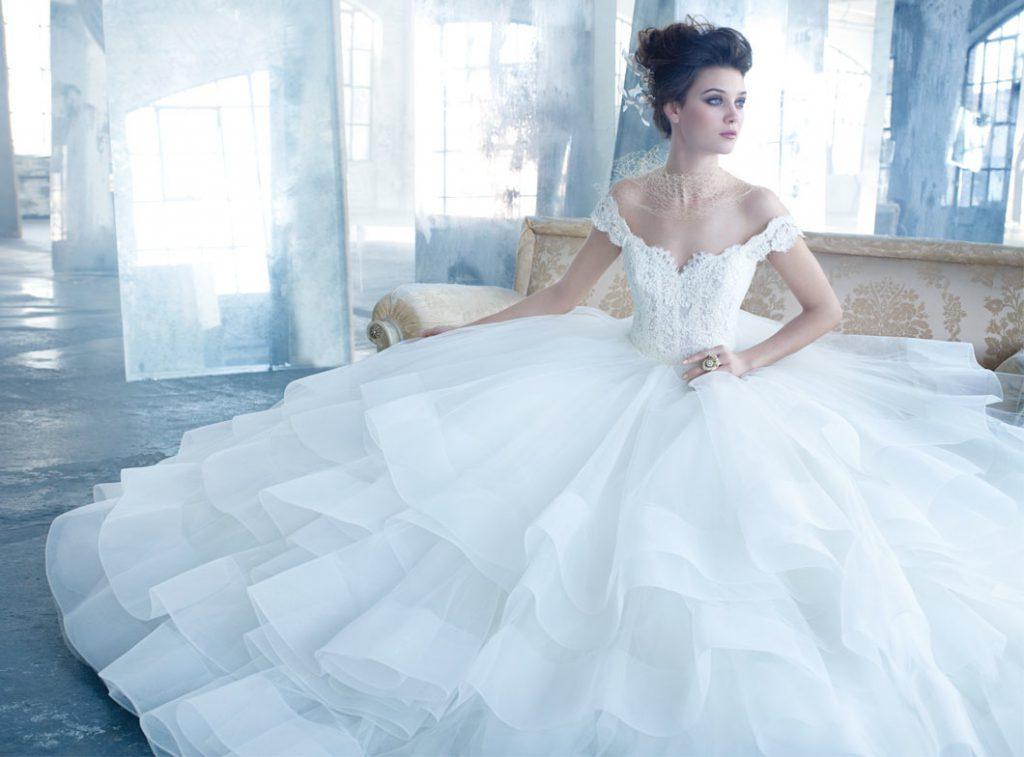 Высокая пышная прическа к свадебному платью
