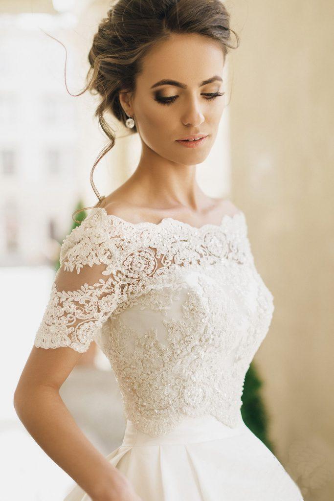 Романтичный пучок к свадебному платью