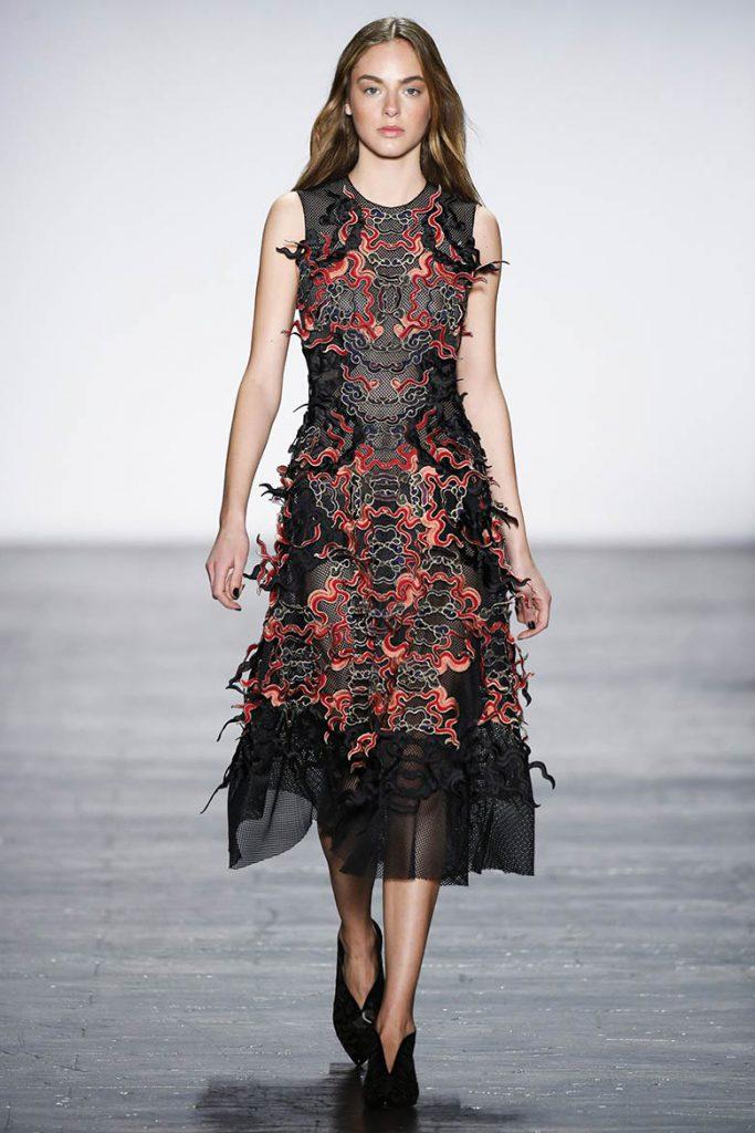 Черно-красное платье для встречи 2017 года