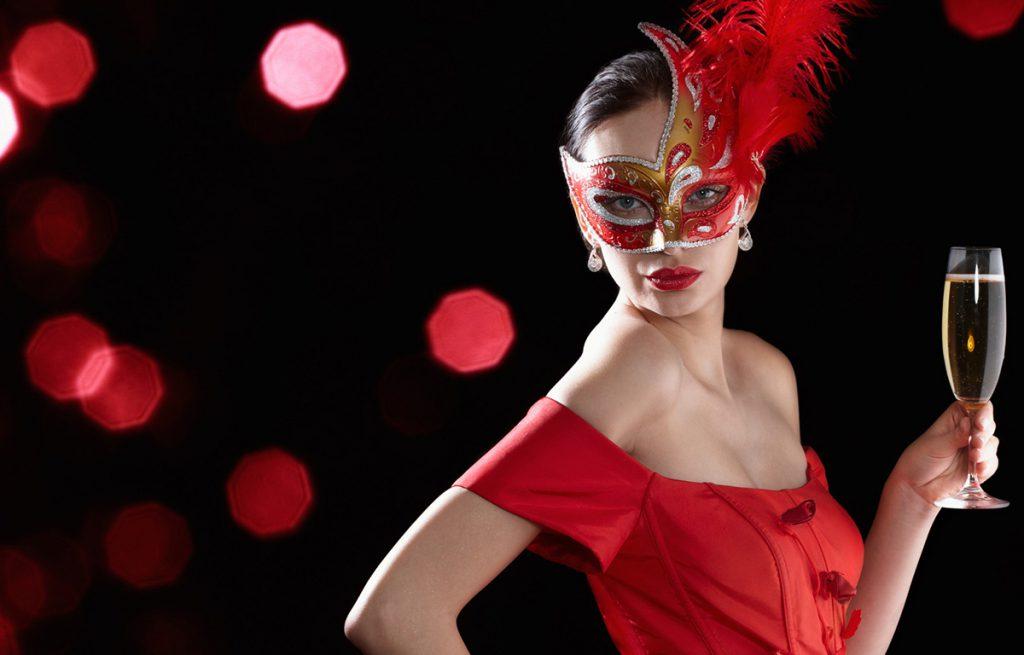 Красное платье для встречи Нового 2017 года