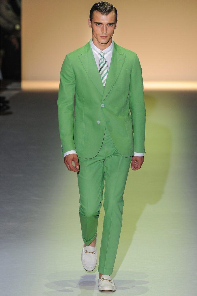 Ярко-зеленый мужской костюм