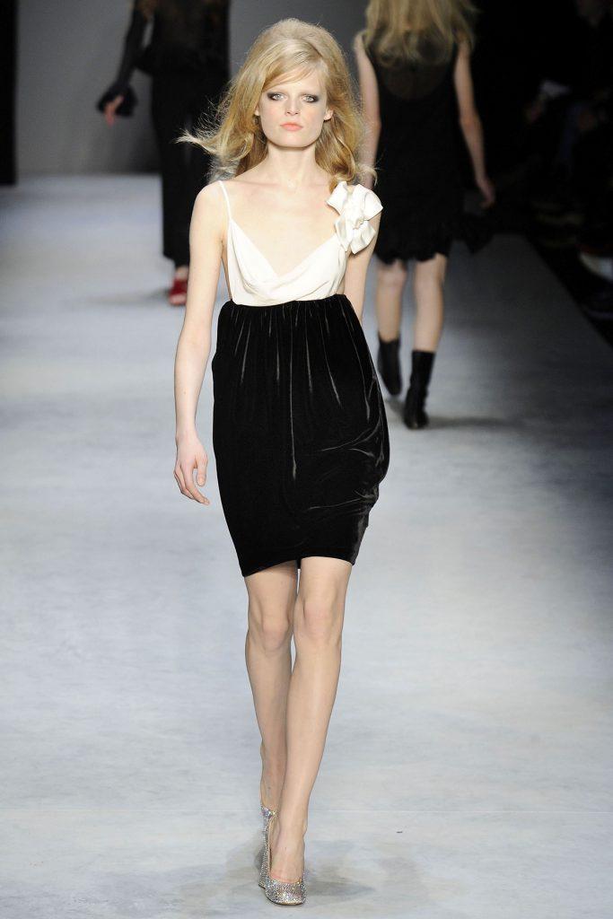 Черная объемная бархатная юбка