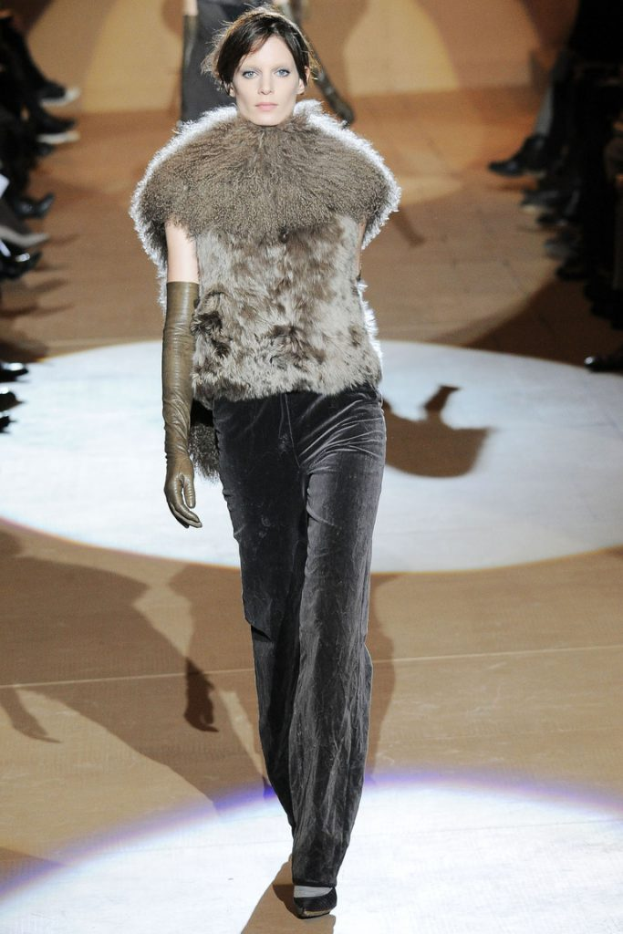 Серые бархатные брюки с жилетом