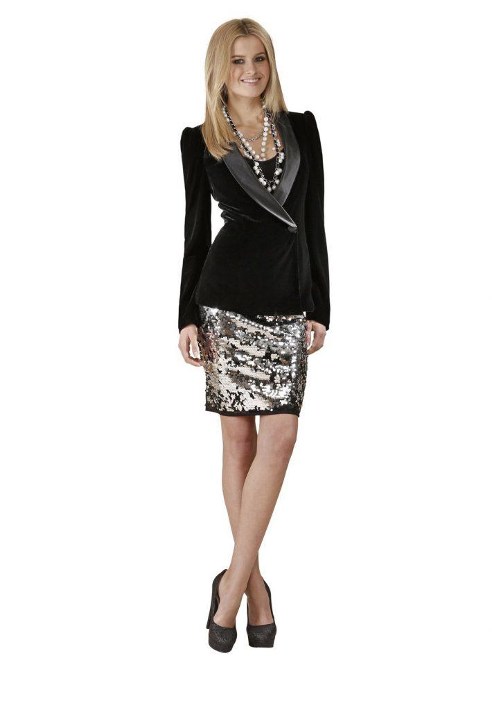 Черный женский бархатный пиджак с блестящей юбкой