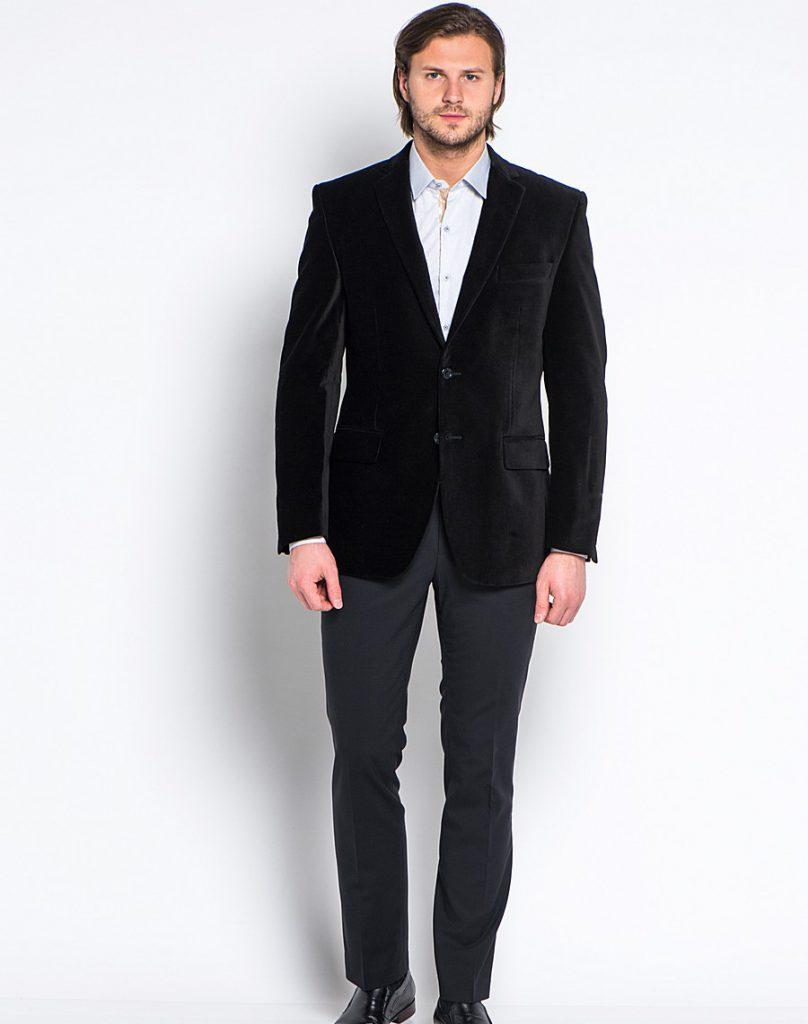 Черный мужской бархатный пиджак с черными брюками