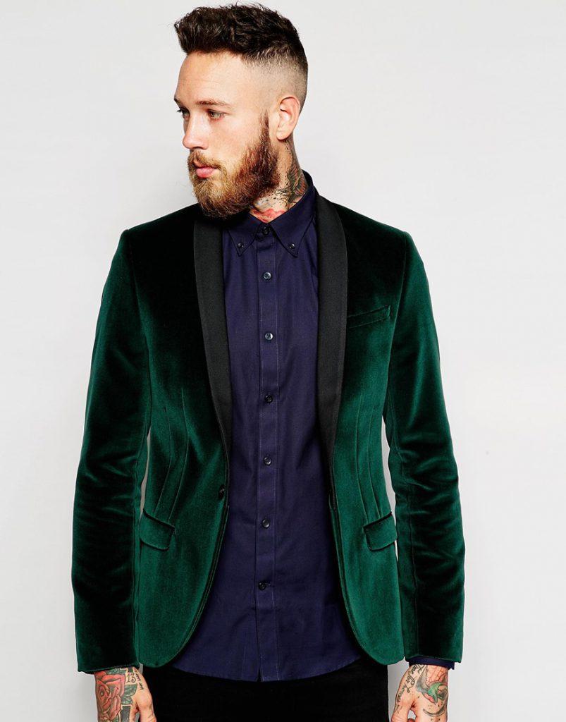 Зеленый мужской бархатный пиджак с черными брюками