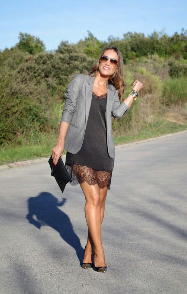 Черное платье в бельевом стиле с пиджаком