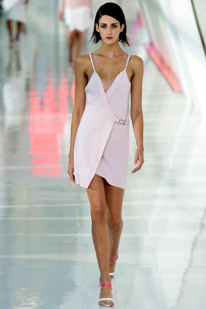 Розовое платье в бельевом стиле