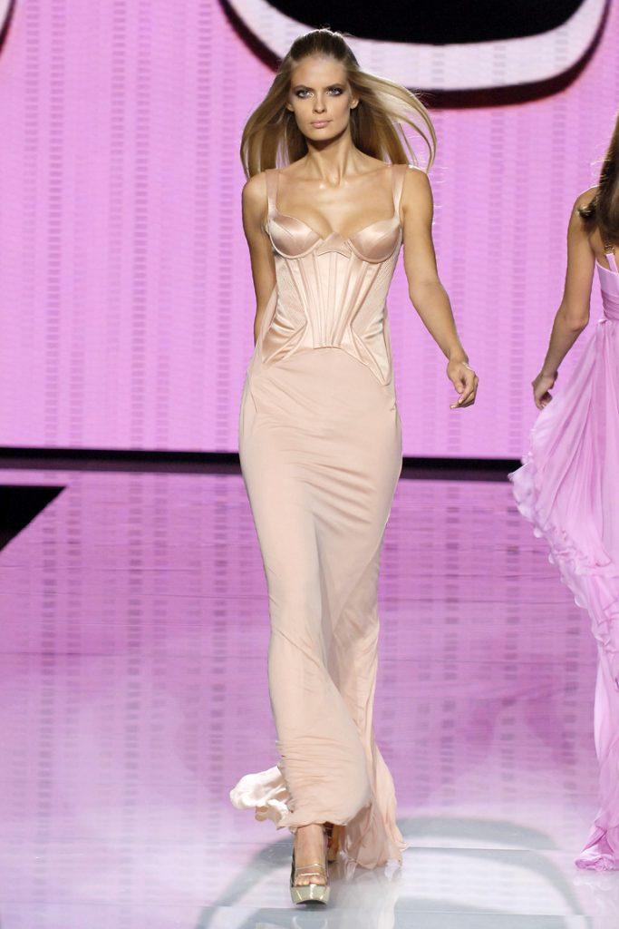 Персиковый корсет и юбка в бельевом стиле