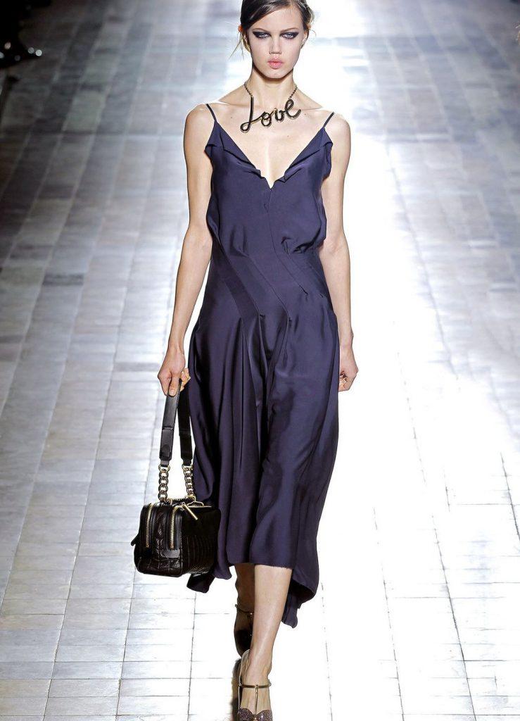 Фиолетовое платье в бельевом стиле