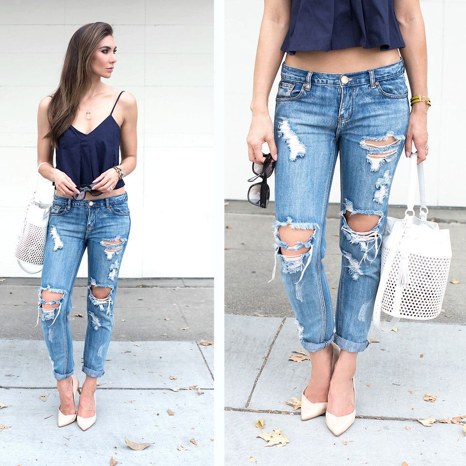 Бежевые туфли с джинсами и топом