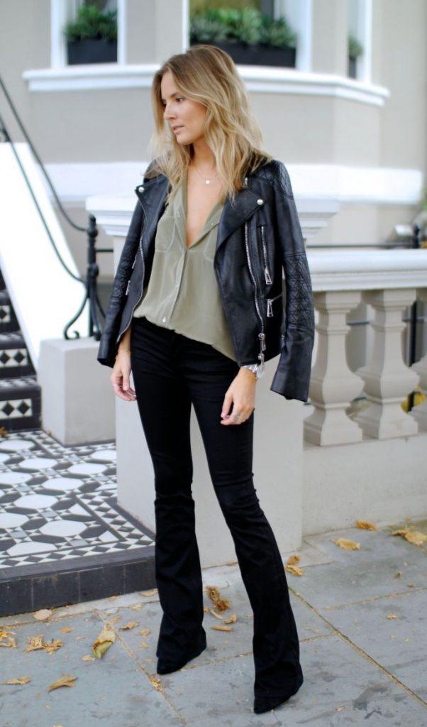 Черные брюки клеш с кожаной курткой