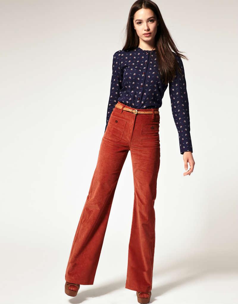 Красные брюки клеш с рубашкой