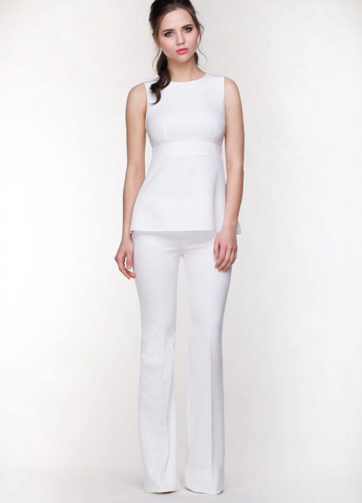 Белый комплект из брюк клеш и блузки