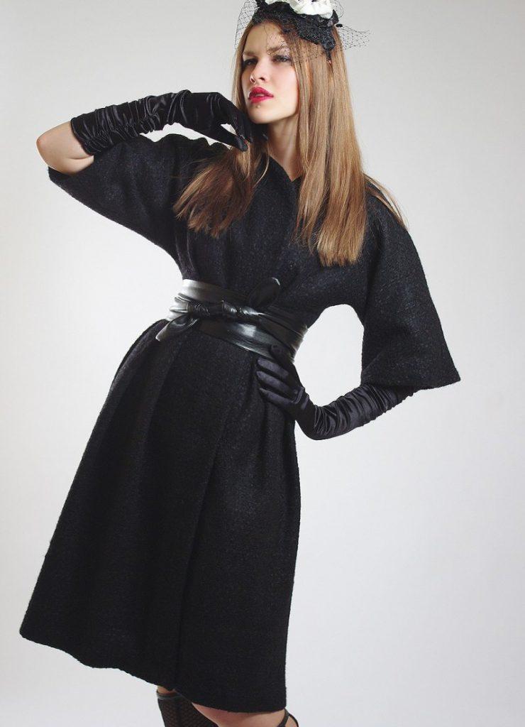 Романтичный образ с черным пальто