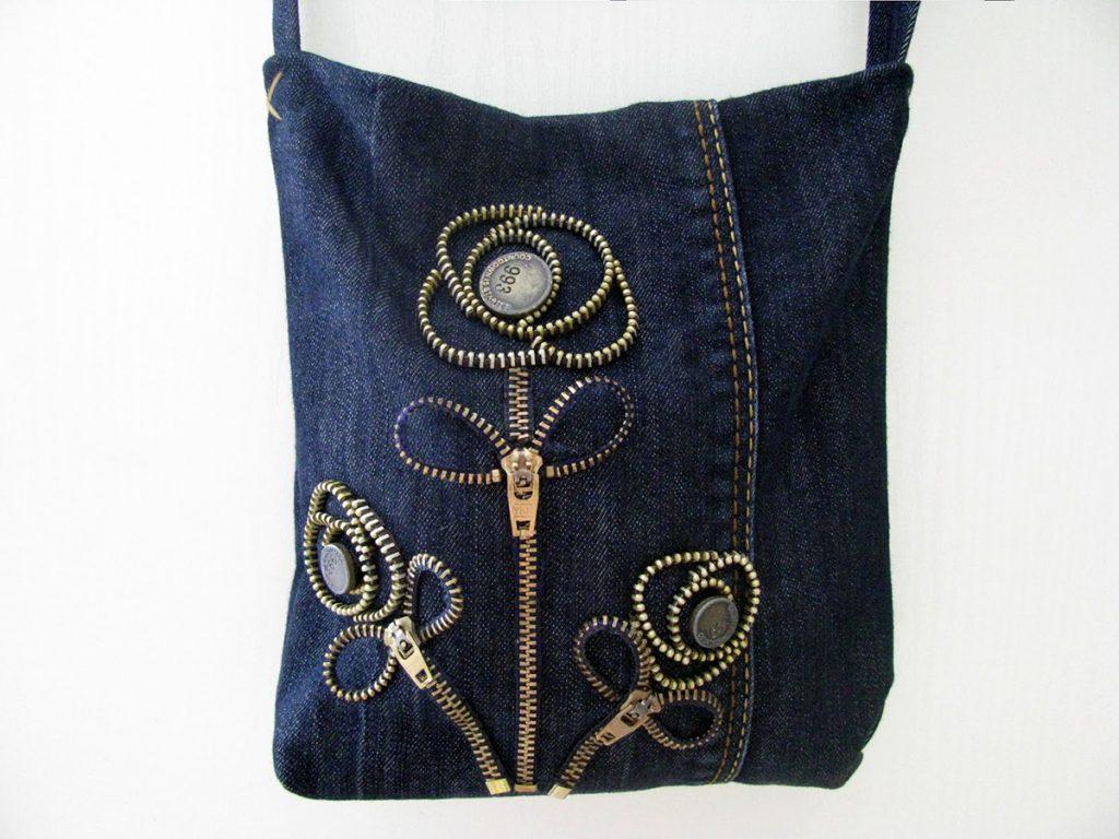 Джинсовая сумка с цветами