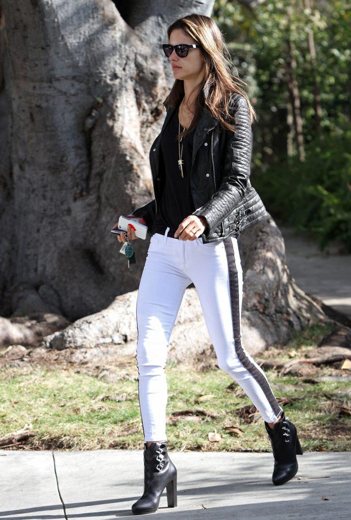 Черно-белые брюки с лампасами