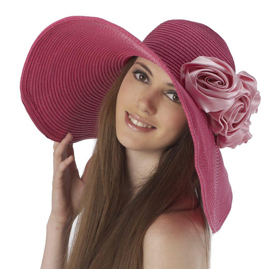 Розовая шляпа с цветами