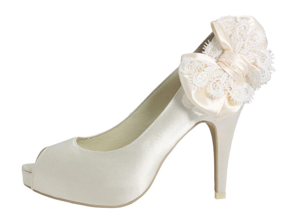 Белые туфли с бантом сбоку