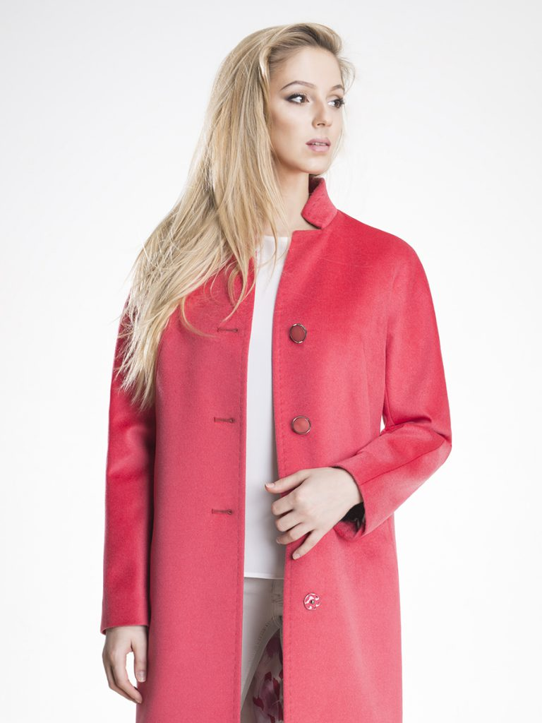 Коралловое пальто
