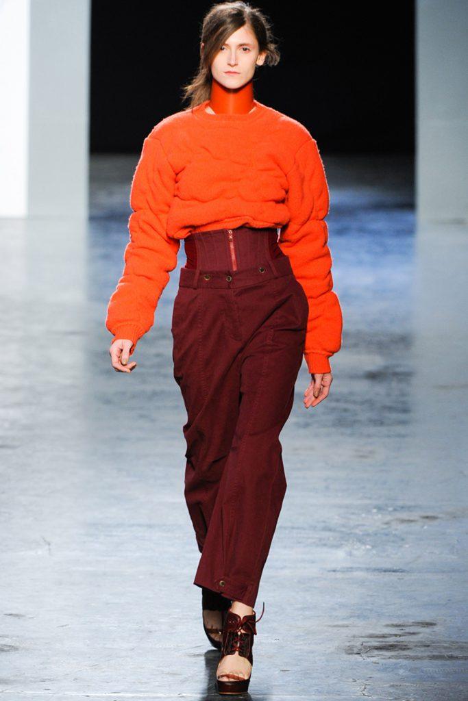 Коричневый и красный цвета в одежде