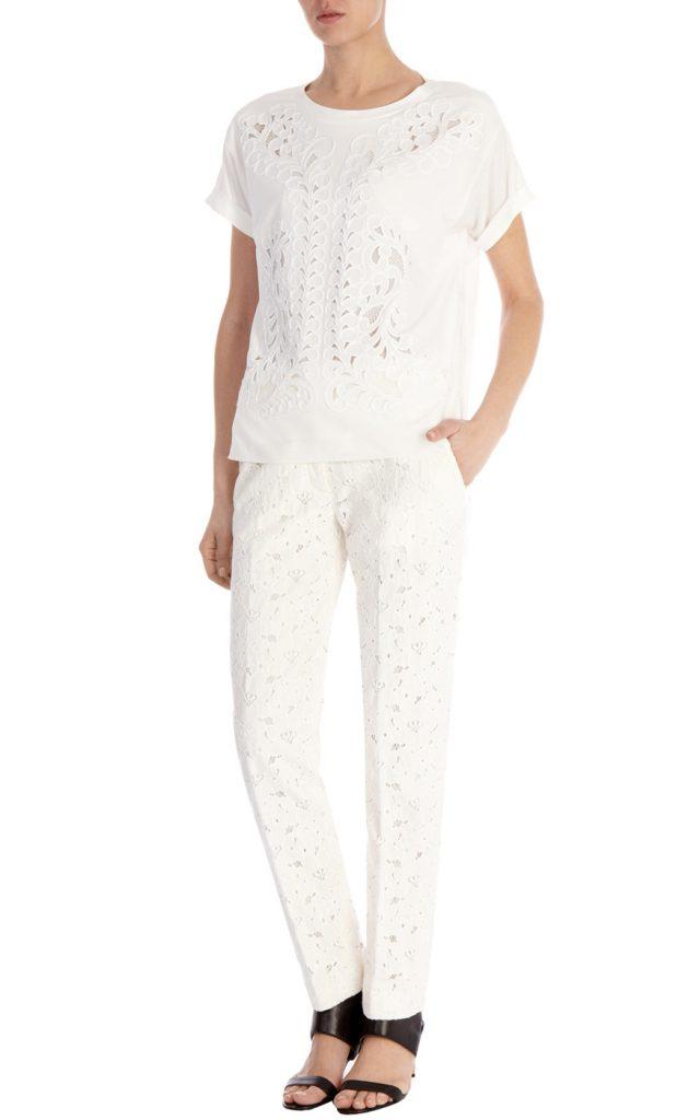 Белые кружевные брюки с белой блузкой