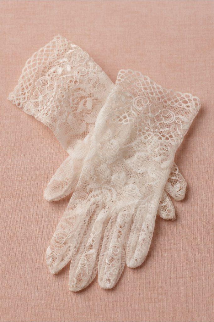 Винтажные белые кружевные перчатки