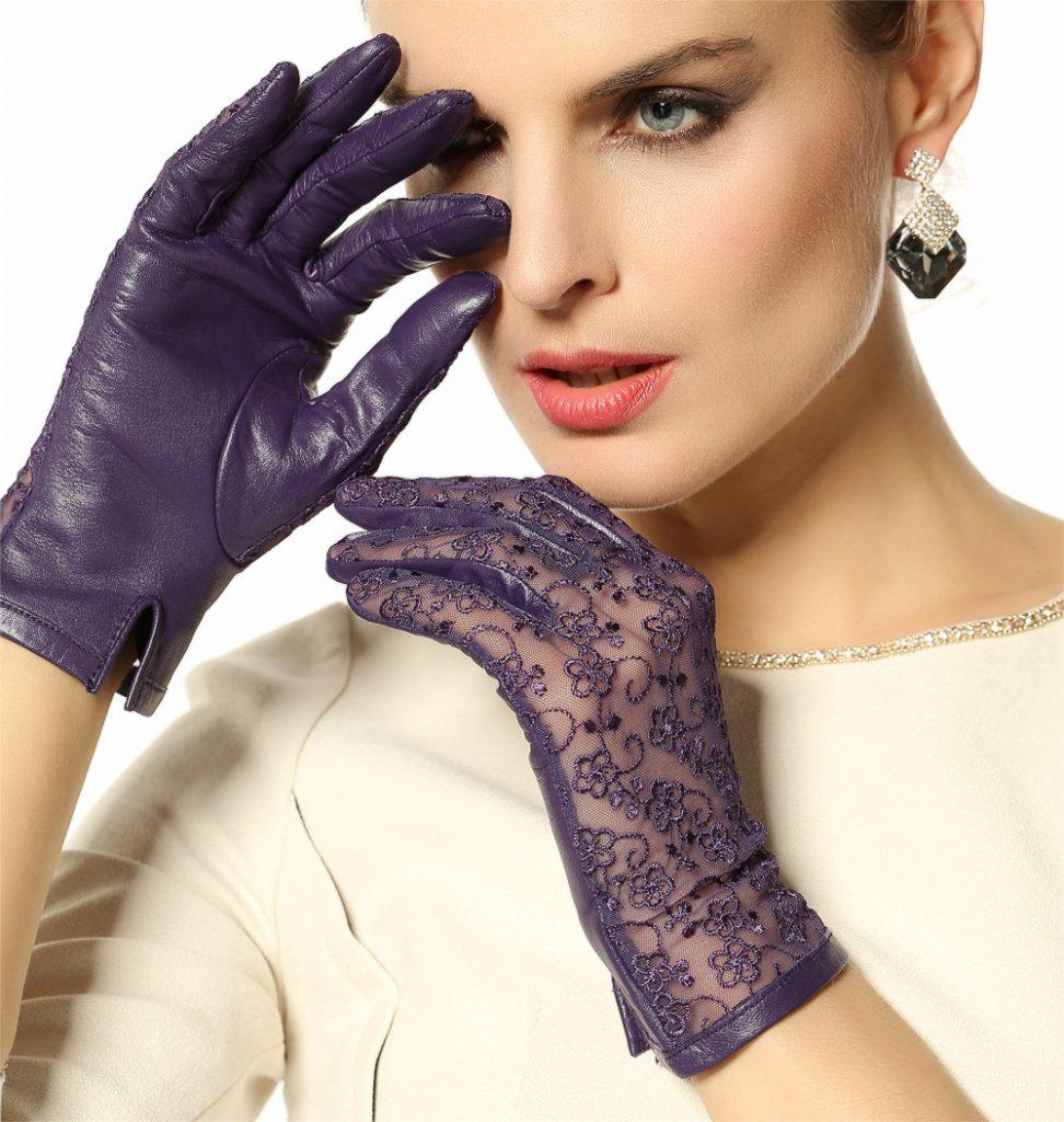 Фиолетовые перчатки из кружева и кожи