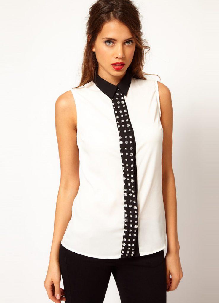 Черно-белая блузка с черными брюками