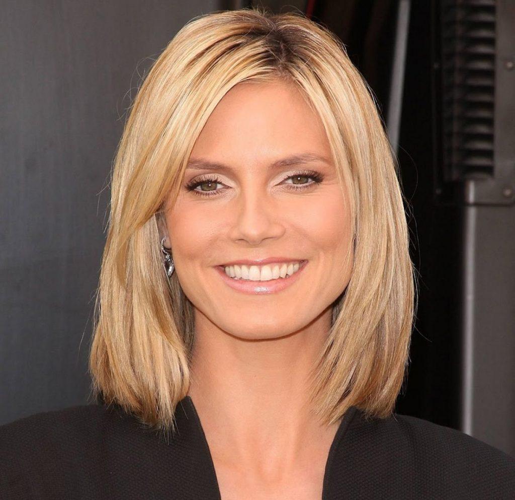 Средняя стрижка на светлые волосы для женщины 30 лет