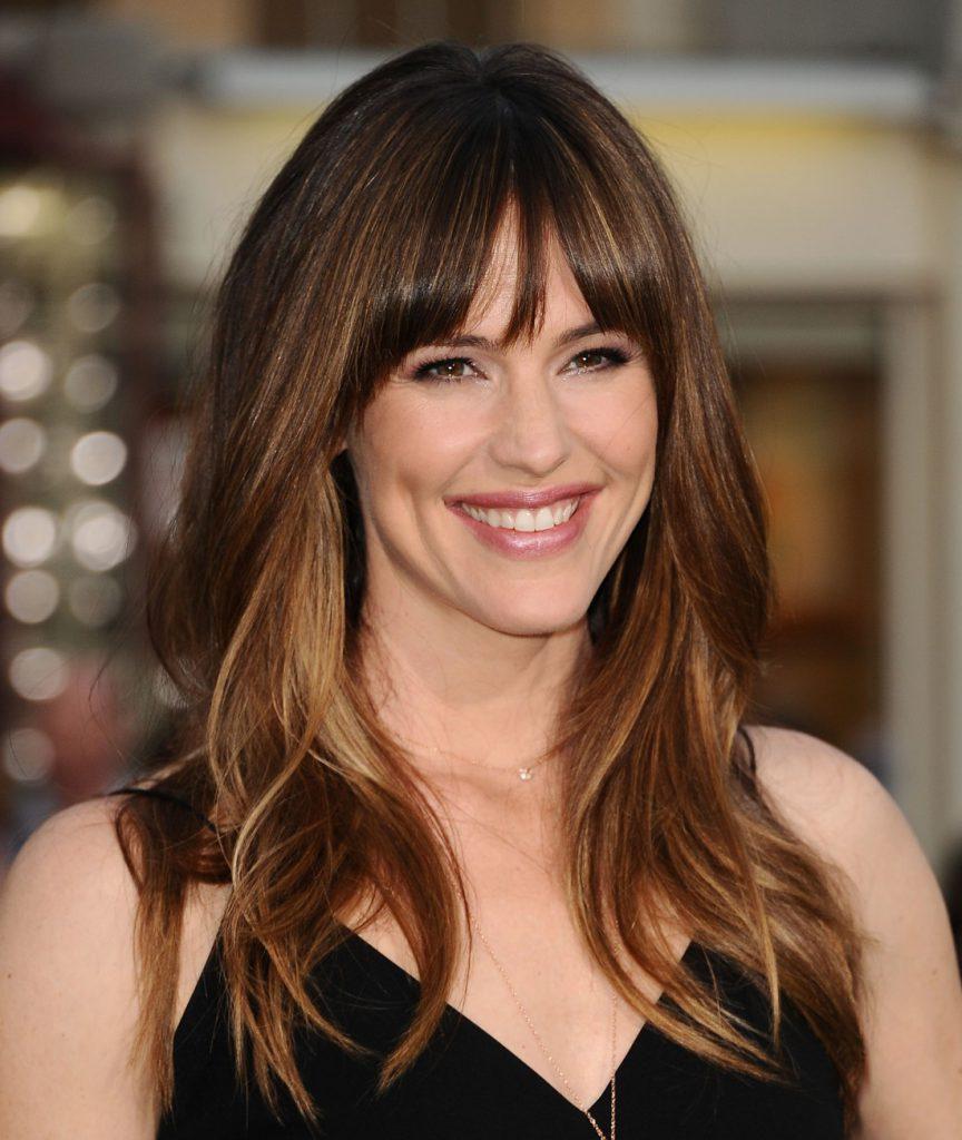 Красивая прическа на длинные волосы для женщины 30 лет