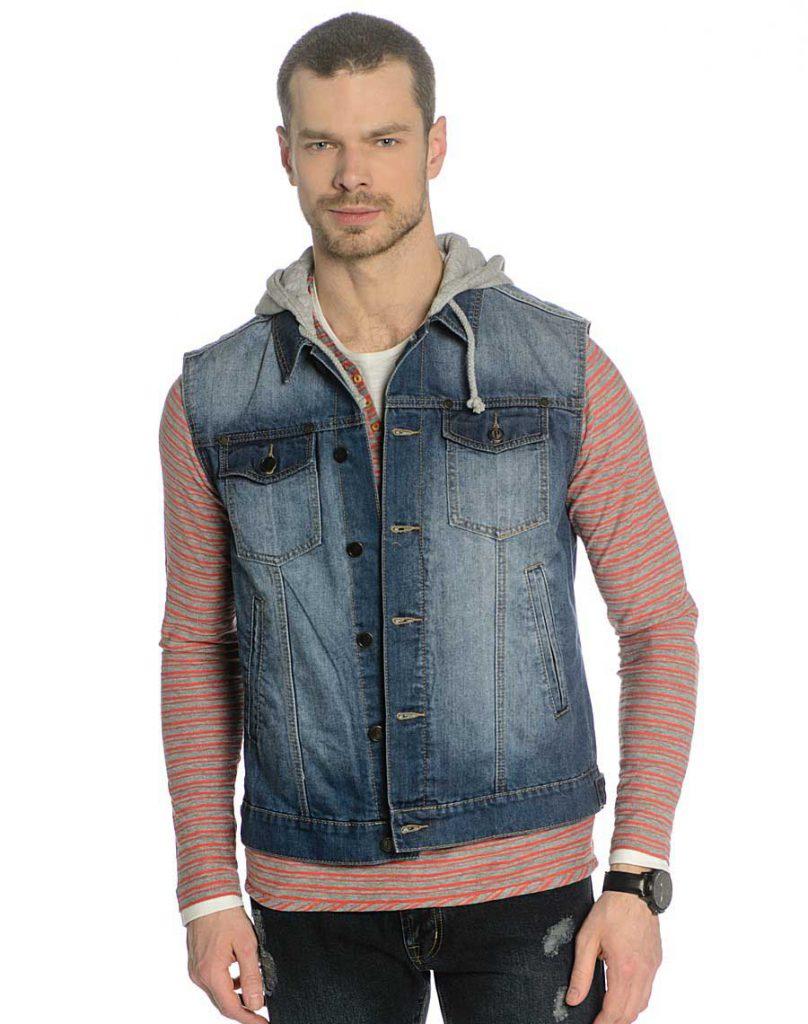 Мужской джинсовый жилет с полосатым джемпером