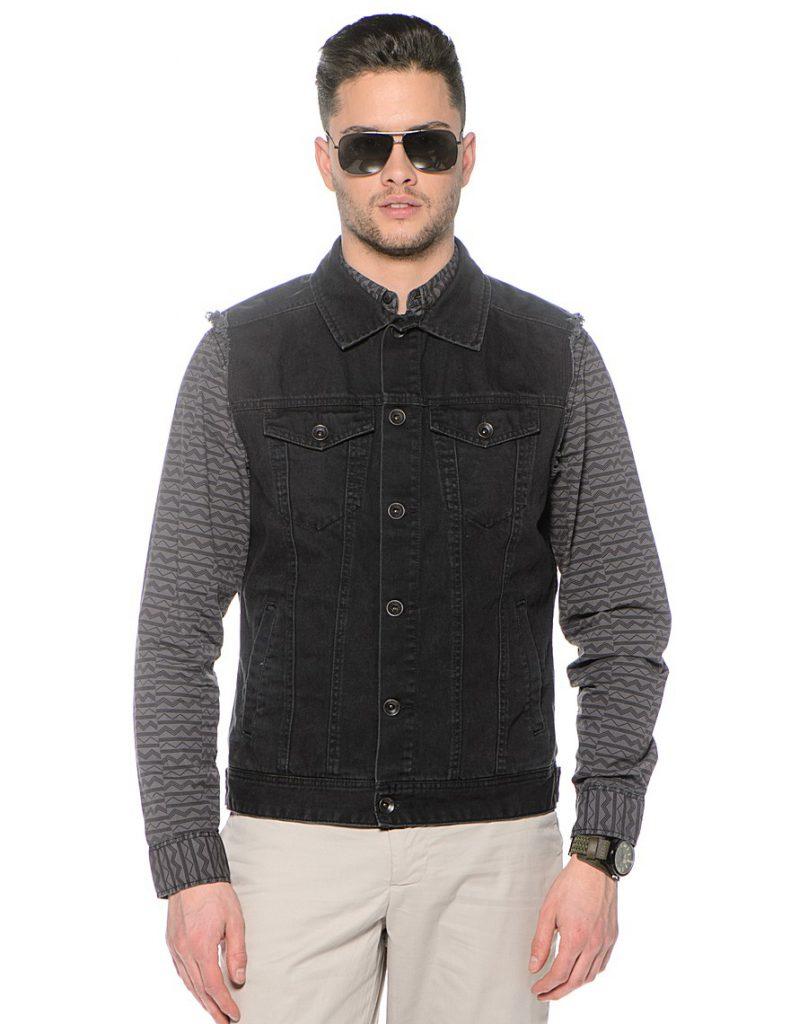 Мужской джинсовый жилет с черно-серой рубашкой