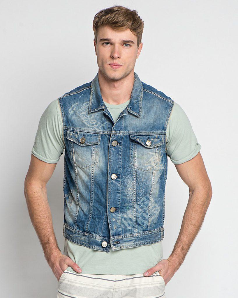 Мужской джинсовый жилет с полосатыми брюками