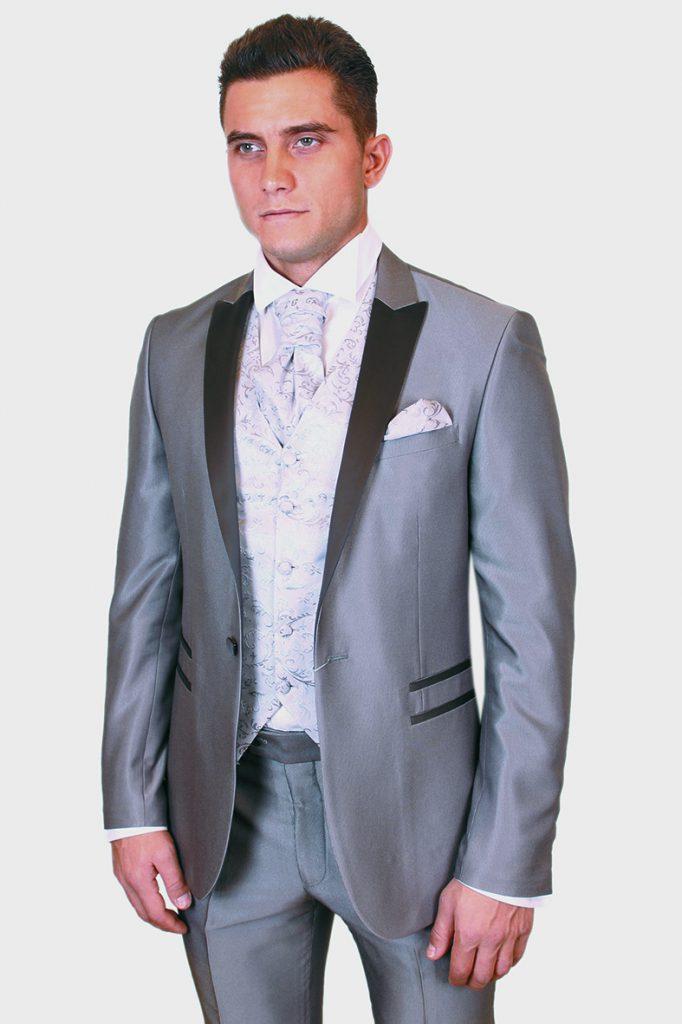 Серый свадебный смокинг c жилетом